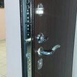 Установка-замена замков в металлических дверях