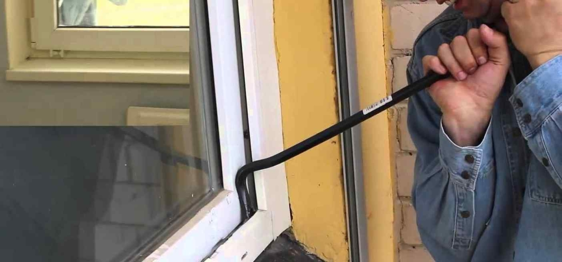 как открыть пластиковую дверь